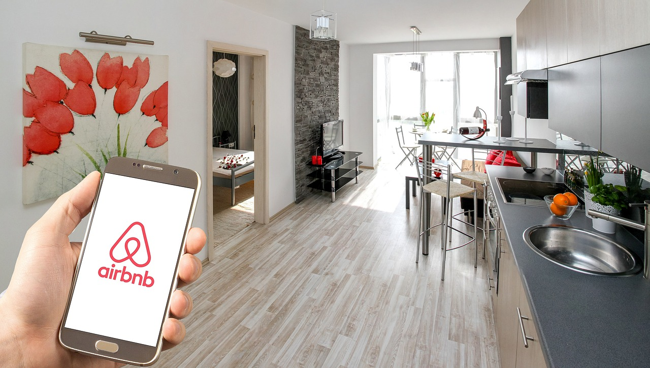 Praha si chce tvrdě došlápnout na Airbnb