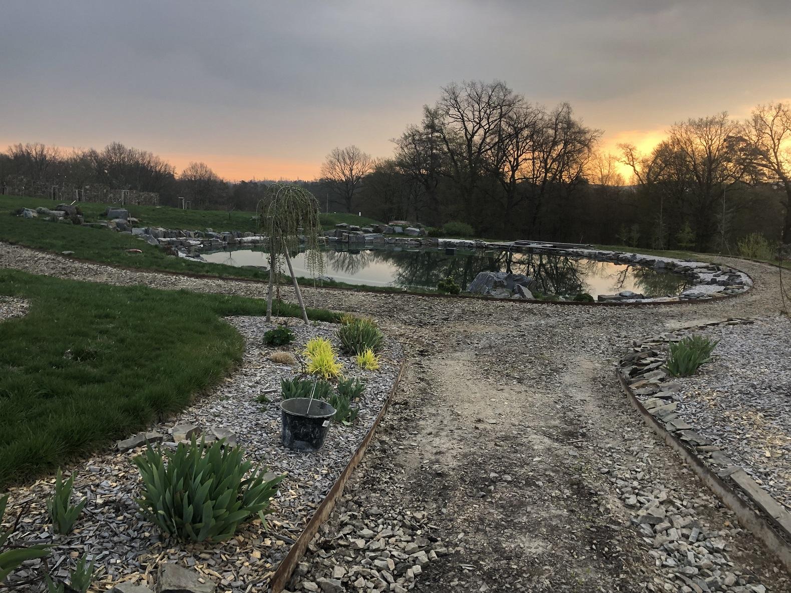 Jak vybrat zahradní jezírko: Návod pro začátečníky