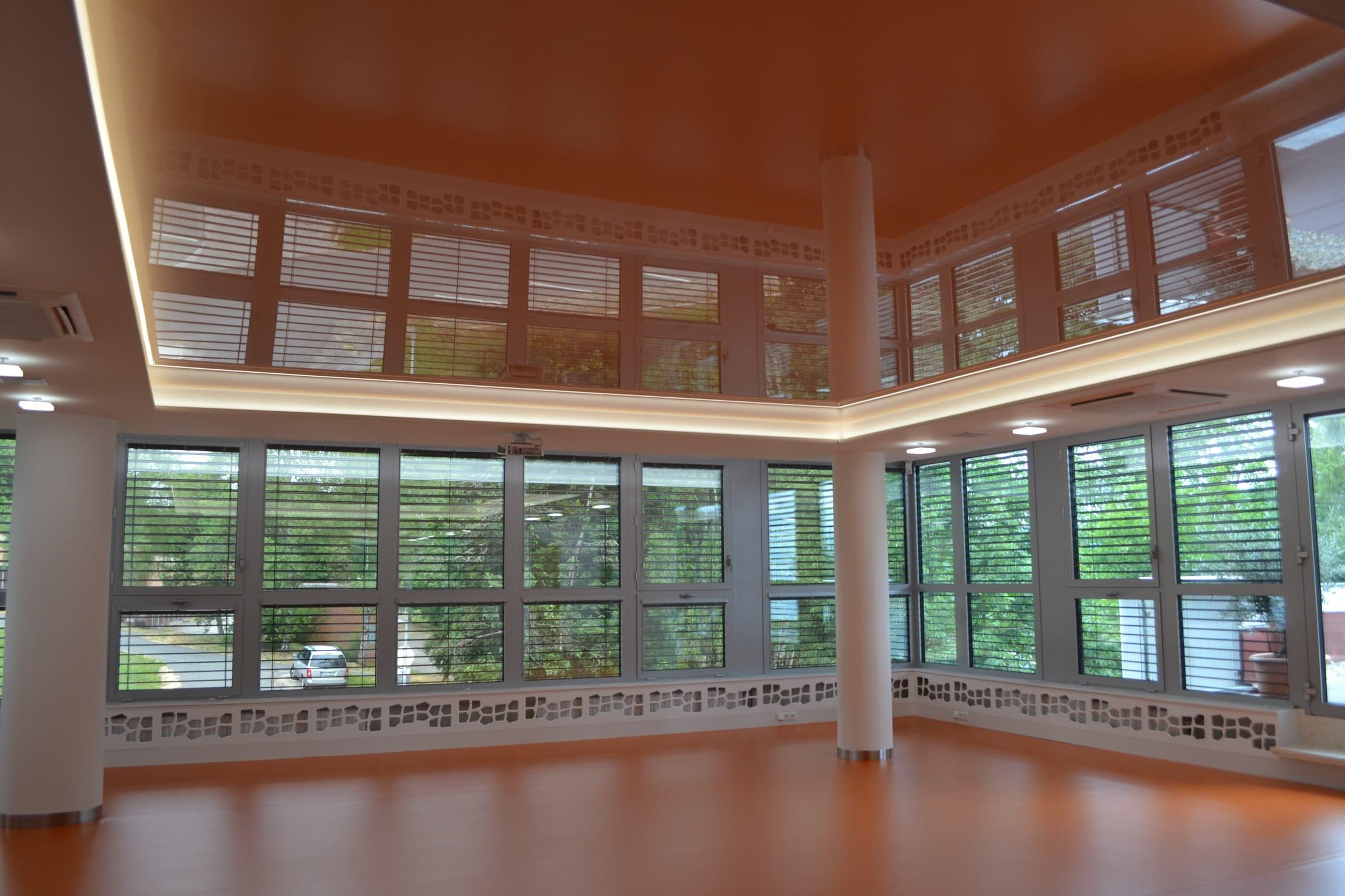 Co jsou napínané stropy a jaké mají výhody