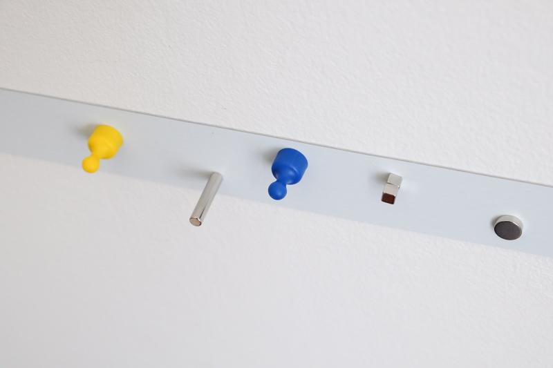 K čemu sevbytě hodí samolepicí kovová páska? Vyzdobtesi domov