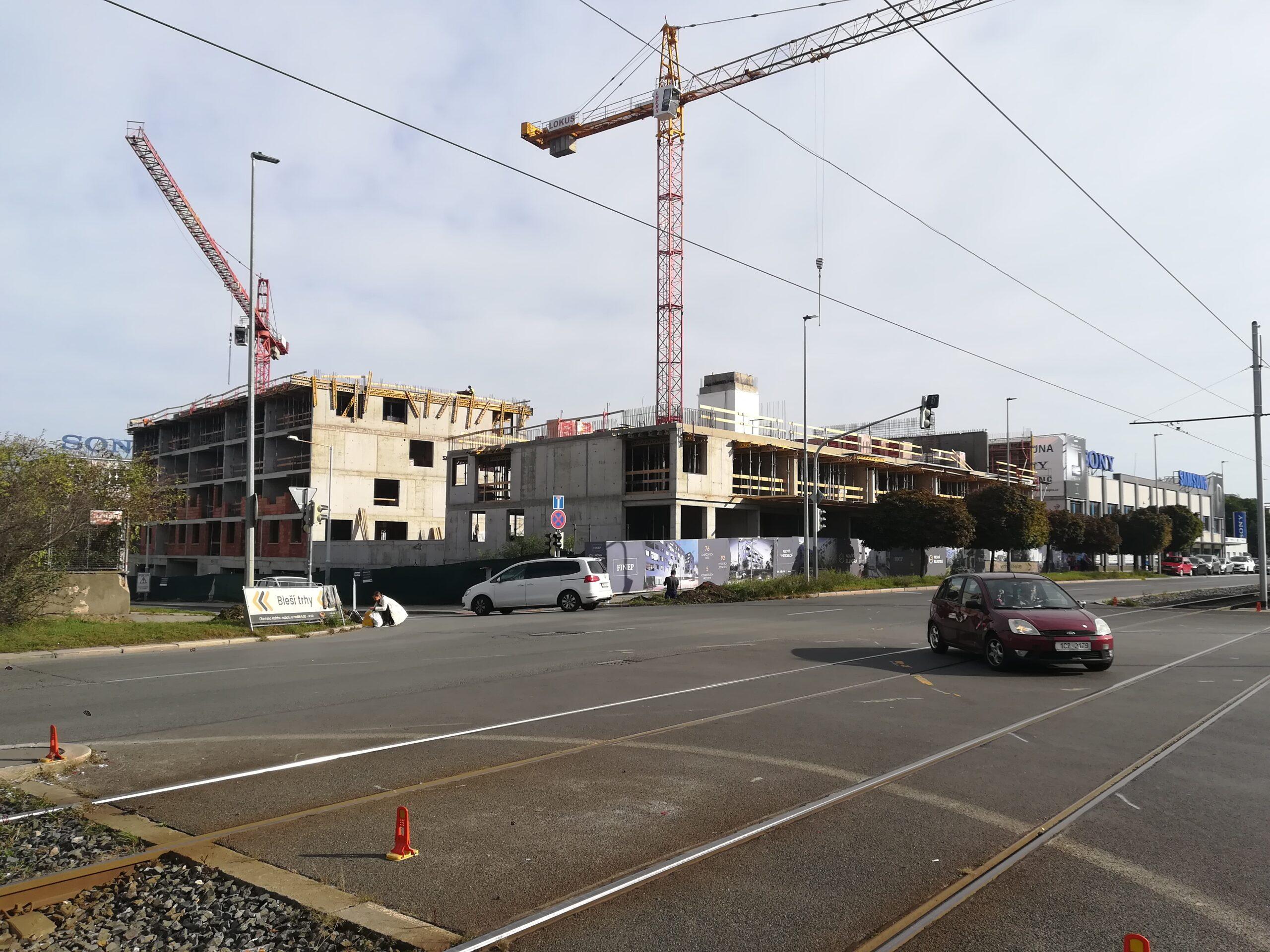 U zastávky Nová Elektra ve Vysočanech roste nový bytový dům
